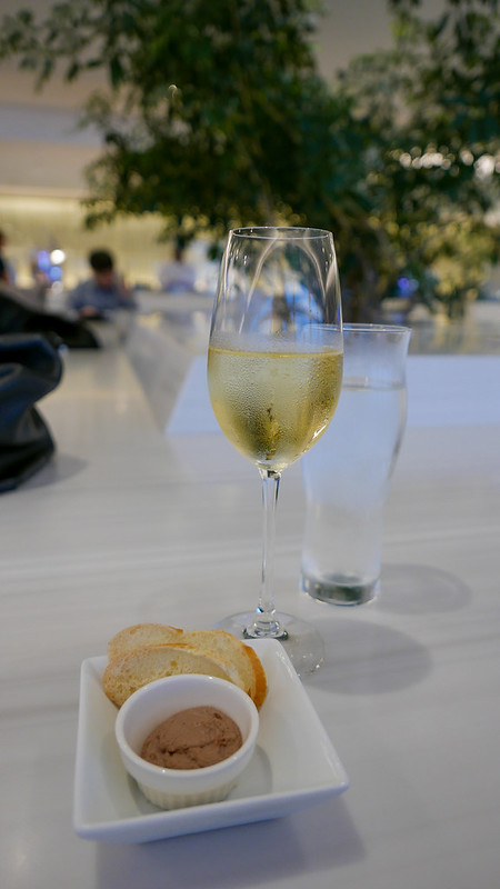 27418527563 c99fdb5084 c - REVIEW - JAL First Class Lounge, Tokyo HND (October 2015)