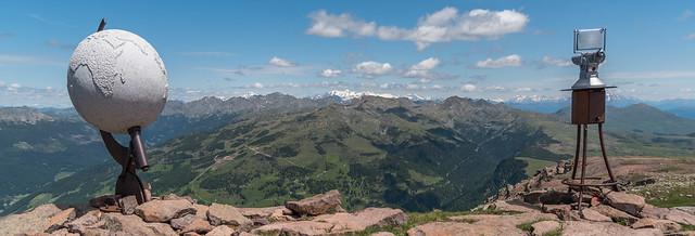 Granitglobus und Fernrohr auf dem Villanderer Berg