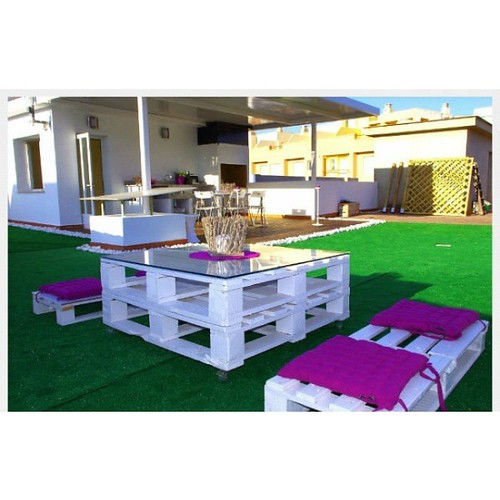 http://bit.ly/1pE1vNI | Diseño de muebles para jardín con #palets #CarpinteríaCreativaModerna #Caracas #Ventas #SquareInstaPic