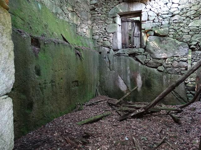 Ruinas de Penaveada en el PR-G 181 Ruta de Cibrisqueiros a San Cosmede