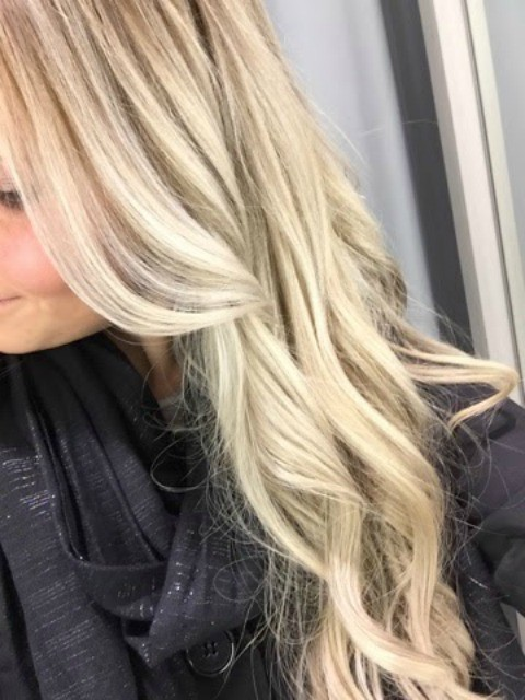 hiukset raidat2,hiukset raidat3, highlights, raidat, vaalea, vaaleat, blondi, blondit, hiukset, vaaleat hiukset, blondi, highligh, blonde hair, blond hair, dont care, hairdresser, hair, hair styling, blond highlights, blonde highlights, plaitnum blonde, platinum highlights, ennen ja jälkeen, before and after, parturi, kampaamo,