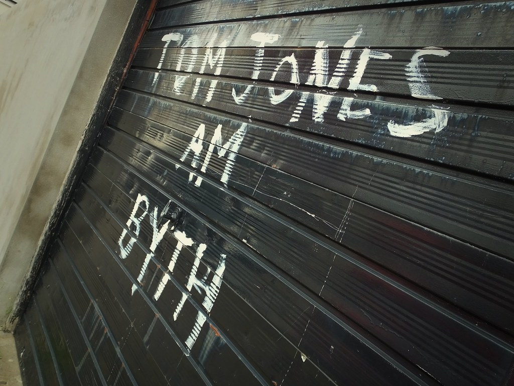Tom Jones am byth graffiti