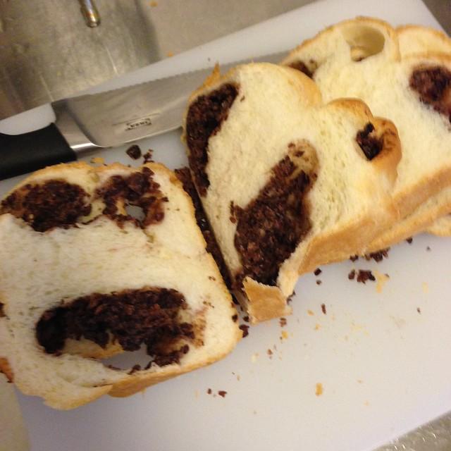 形狀長得很囧的第一顆紅豆吐司