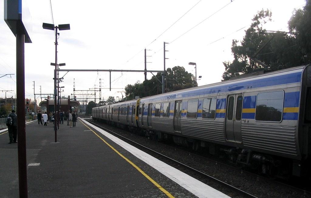 Glenhuntly station, June 2006