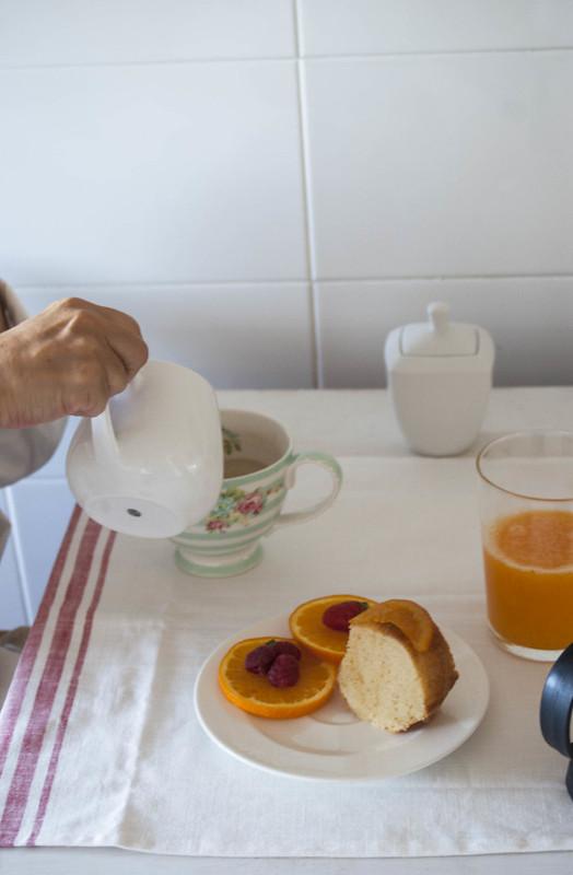 Bizcocho de naranja con naranjas confitadas