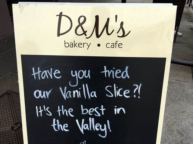 D&M's Bakery Cafe sign