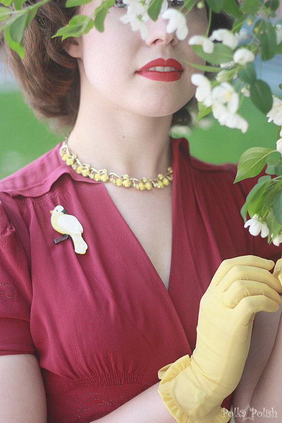 40s outfit details with flowers