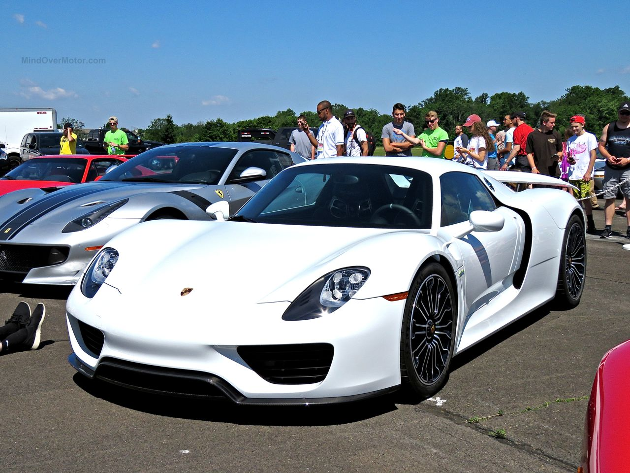 white porsche 918 spyder at the cf charities supercar show mind over motor. Black Bedroom Furniture Sets. Home Design Ideas