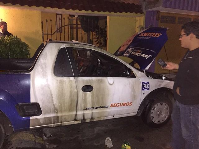 Incendian camioneta del PAN en Soledad
