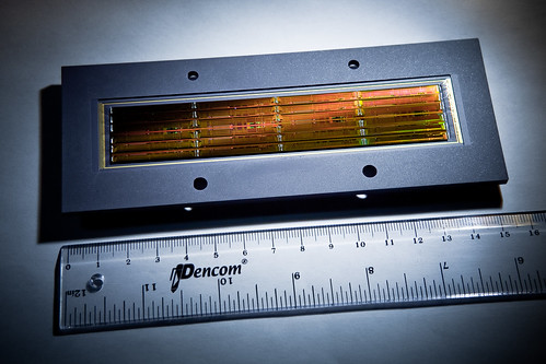 10.全球第一顆應用於太空對地遙測的線型CMOS影像感測器-長12公分寬2.4公分