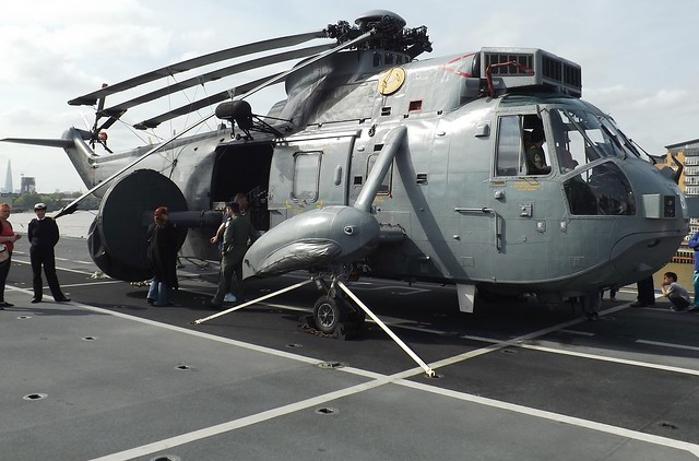 Sea King XV697 on HMS Ocean L12 (6) @ Greenwich 10-05-15