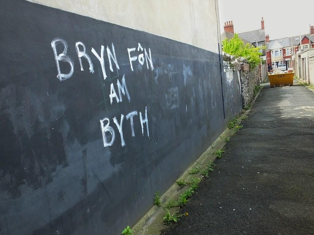 Bryn Fon am byth graffiti
