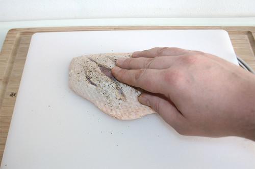 24 - Gewürze einmassieren / Rub in seasoning