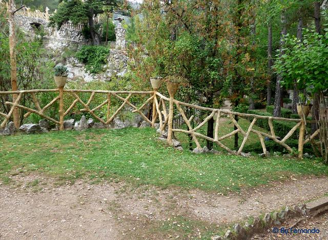 Jardins Artigas (La Pobla de Llillet) -08- La Pérgola y El León -03- Detalle (12-10-2016