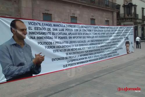 Aparecen mantas en contra del empresario Vicente Rangel