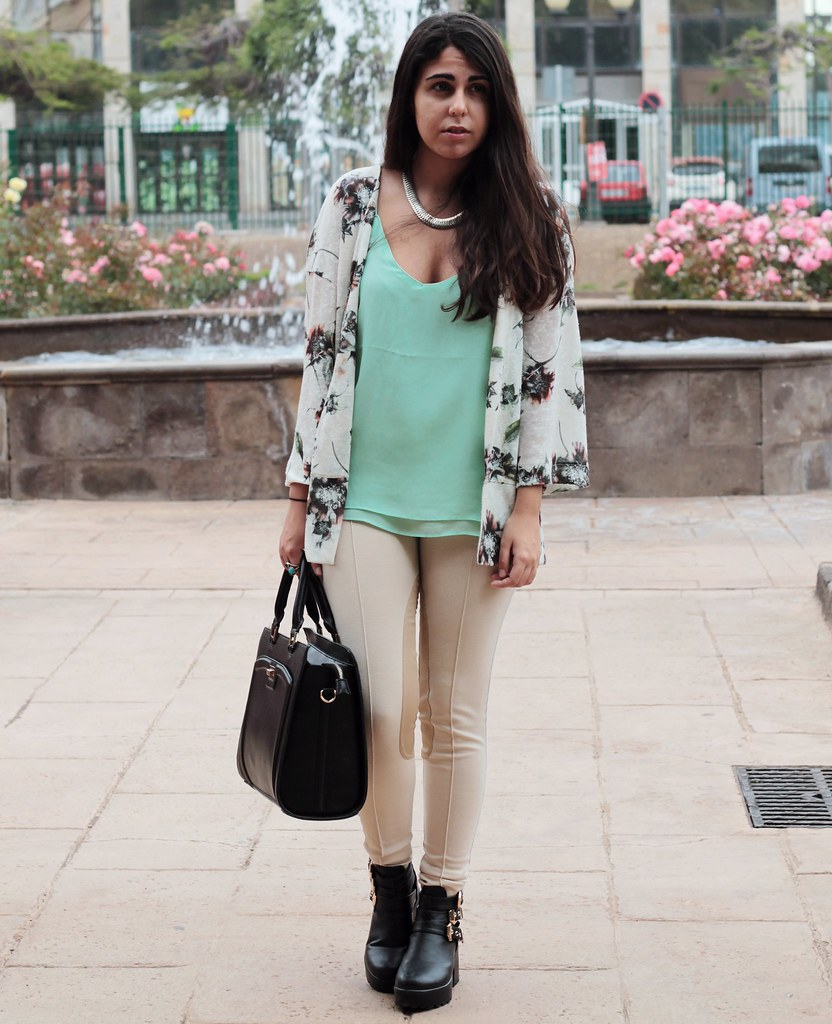 http://www.anunusualstyle.com/2015/05/pastel-time.html