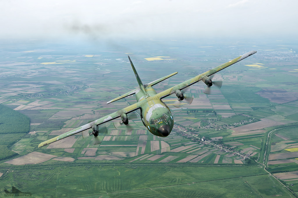 RoAF C130 Hercules in zbor 17536120206_c9d5a488a0_b