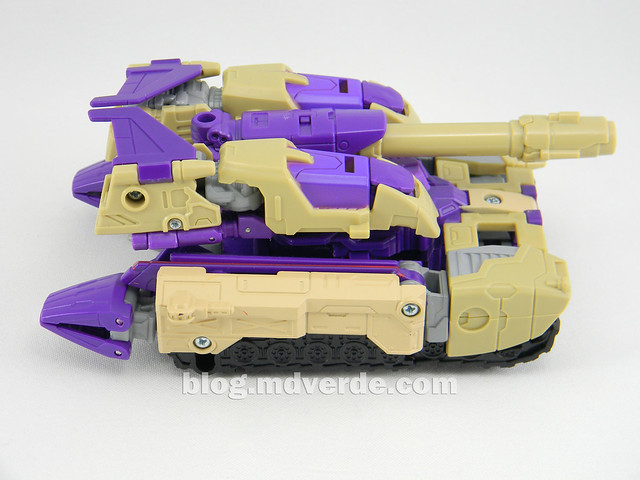 Transformers Blitzwing Voyager - Generations - modo tanque