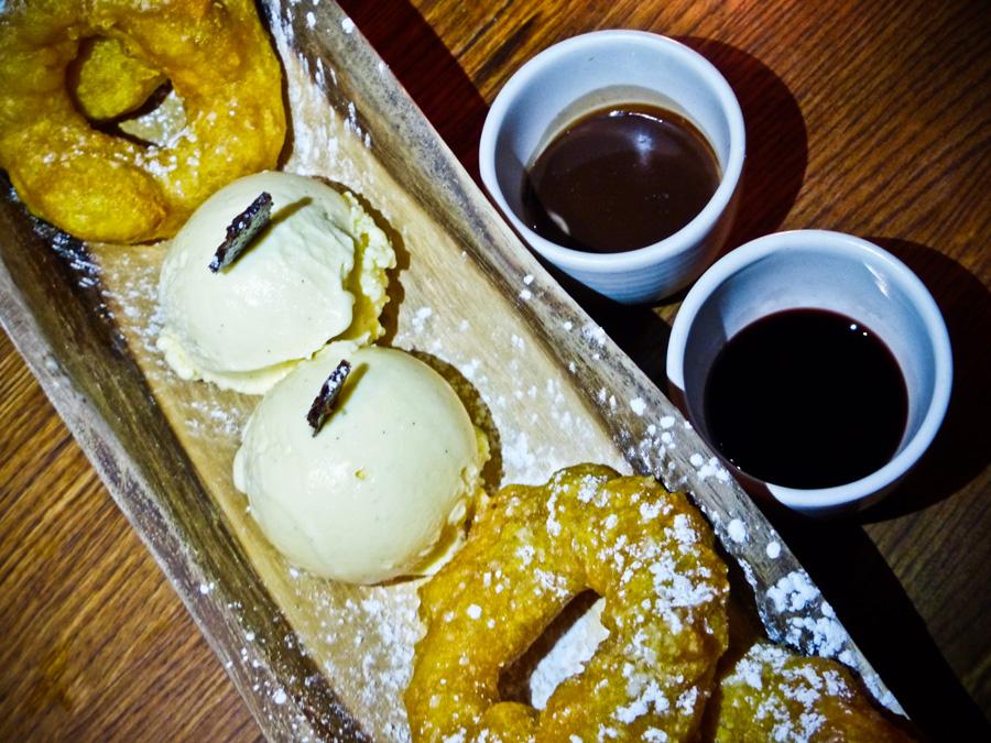 Picarones-Doughnuts,-Andina,-London