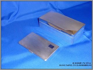 שוב קופסת סיגרים וקופסת סיגריות שהן חלק מהאוסף של קופסאות למוצרי עישון