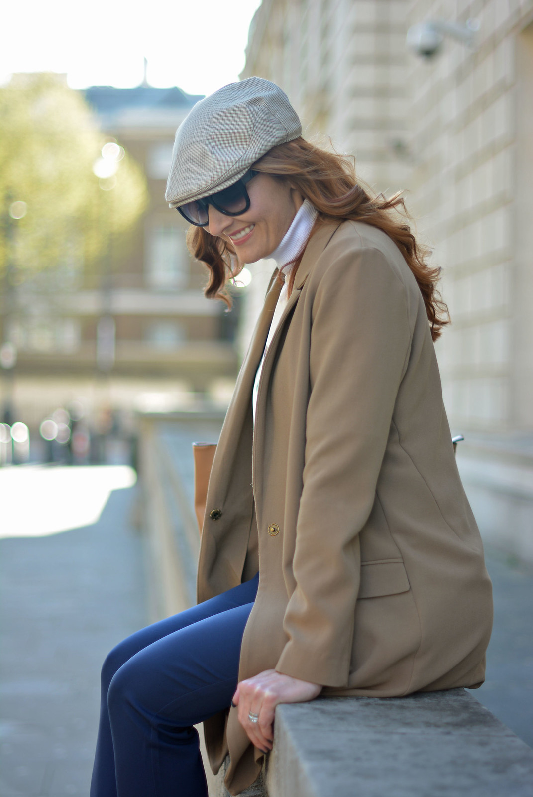 Comfy sightseeing outfit: Layers of longline camel blazer, navy trousers, flatcap