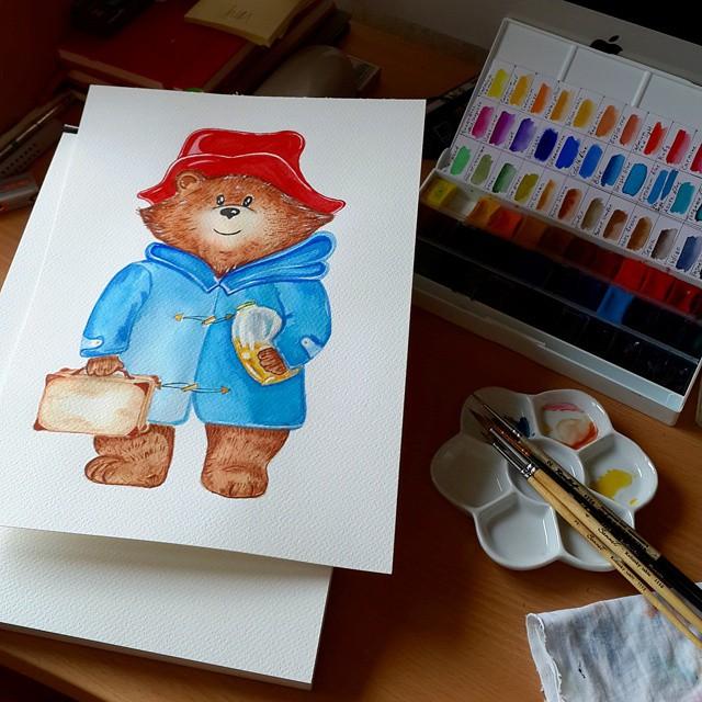 Сегодня был хороший день и впереди длинный отличный вечер с красками, фильмами и душевными разговорами :) На картинке медвежонок Паддингтон. Я сейчас с большим удовольствием читаю книжку про его приключения - замечательные добрые семейные истории :)    #я