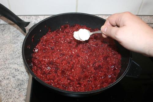 44 - Meerrettich einrühren / Stir in horseradish