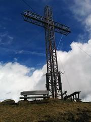 Vorderansicht des Hörneggele-Gipfelkreuzes