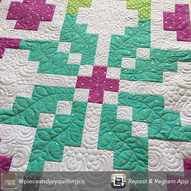 Reposting the epic quilting done by Heidi @pieceandjoyquiltingco on my #norway #quilt.  I am in love 💗💗 #norwayqal #norwayquiltalong #cottonandsteel
