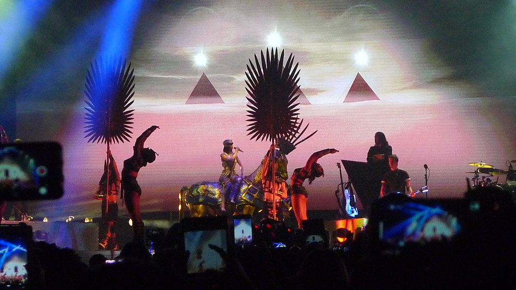 Katy Perry Prismatic World Tour - Philippines