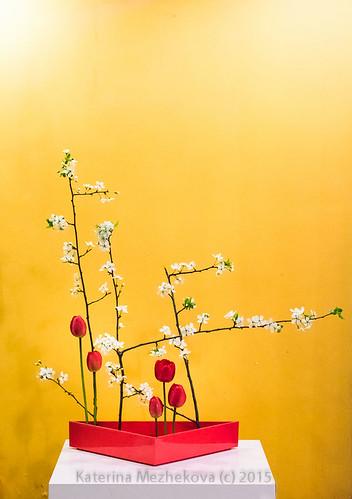 Ikebana emphasizing straight lines