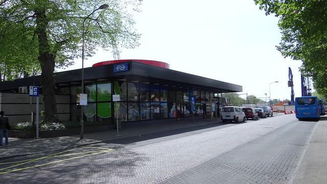 Harderwijk, station 1983 rode hoed