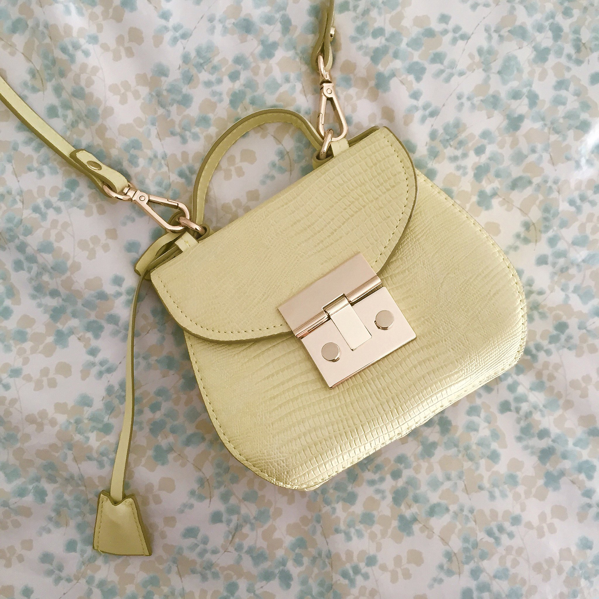 Zara Mini City Bag in Lime Green (item no. 4498/0004)