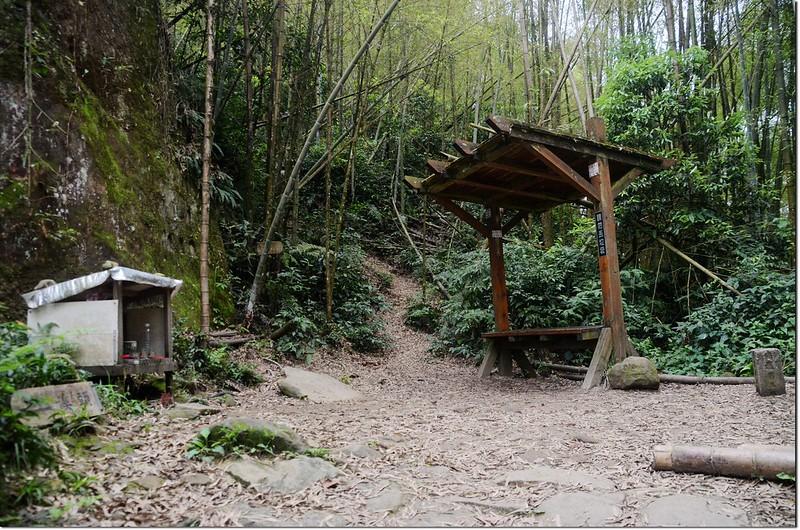 鳳凰山登山步道稜線岔路休息涼亭