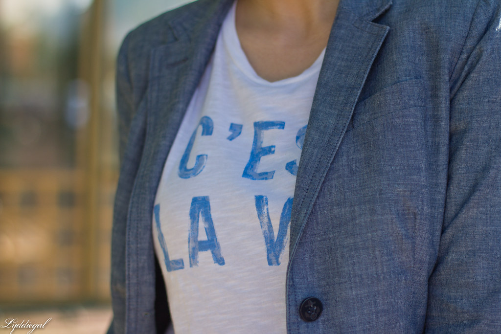 graphic tee, chambray blazer, red jeans, converse-5.jpg