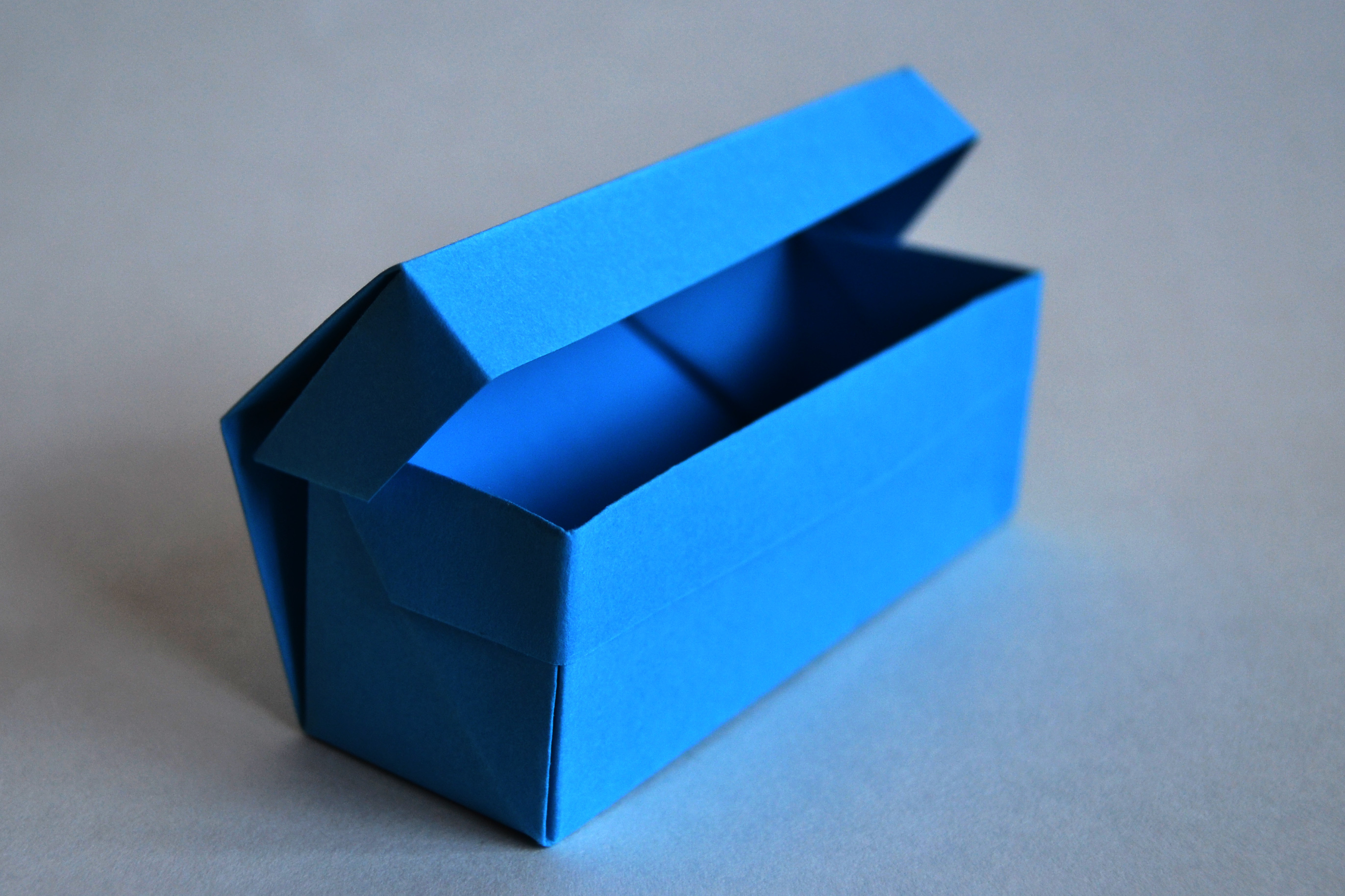 216-box with lid