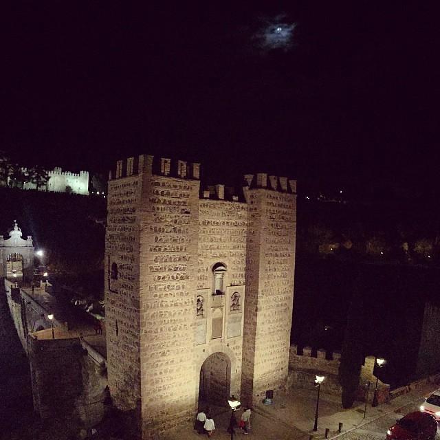 Puente de Alcántara #Toledo con #luna.