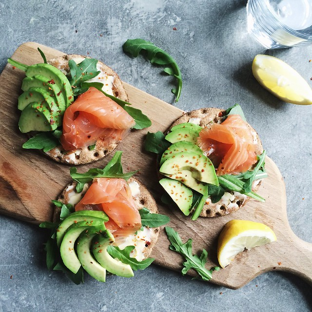 Avocado smoked salmon rye crackers