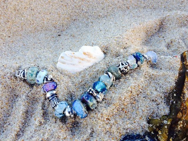 beach bracelet 17988401528_006f9fab7c_z