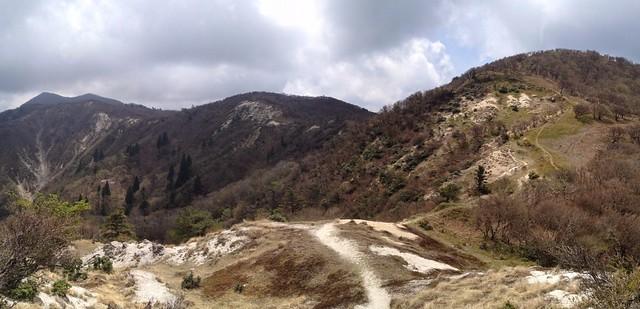 釈迦ヶ岳 県境稜線 八風峠手前から振り返り
