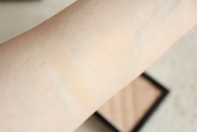 Burberry Fresh Glow Compact Foundation in Rosy Nude No. 31 review and swatch