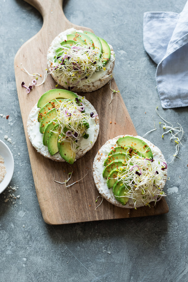 Avocado rice cake