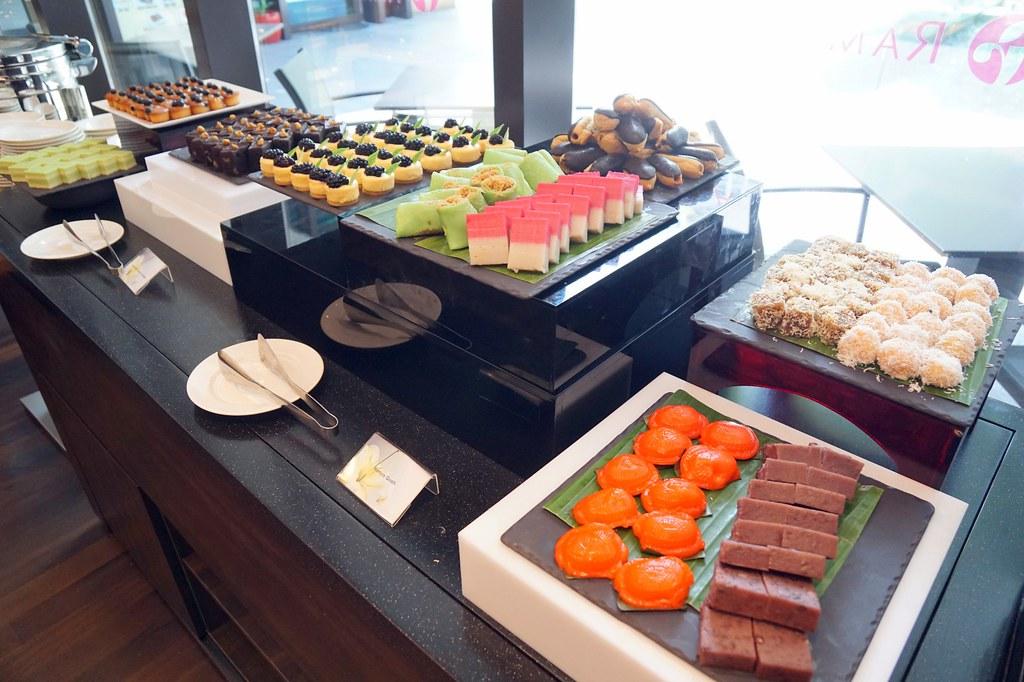 buffet breakfast, lunch, dinner - Flavours, Ramada Singapore-006