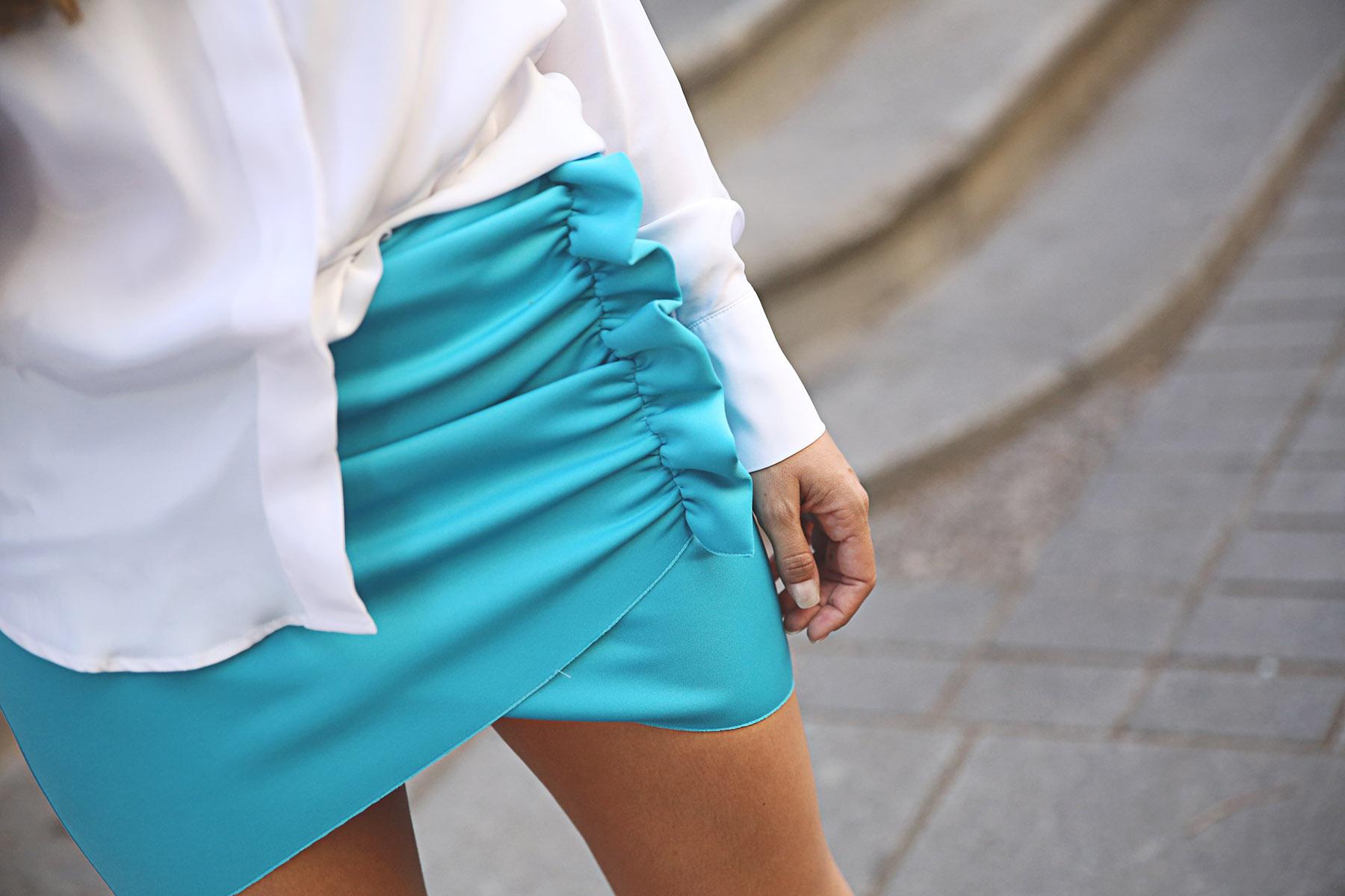 trendy-taste-look-outfit-street-style-ootd-blog-blogger-fashion-spain-moda-españa-lolali-blue-neopreno-azul-falda-blusa-bcbg-338-sandalias-serpiente-1