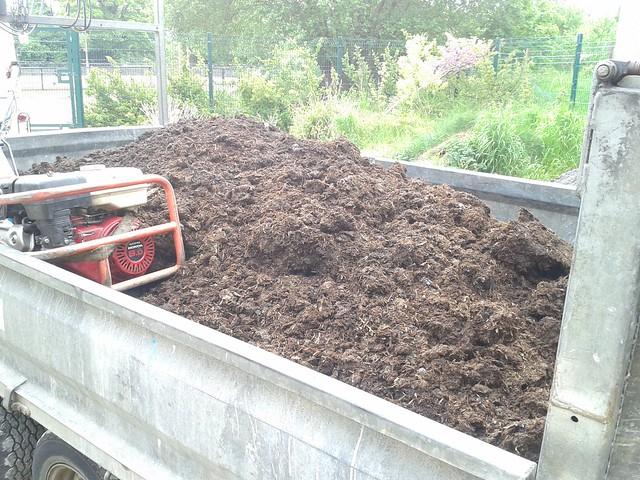 3 tons of Mushroom compost!
