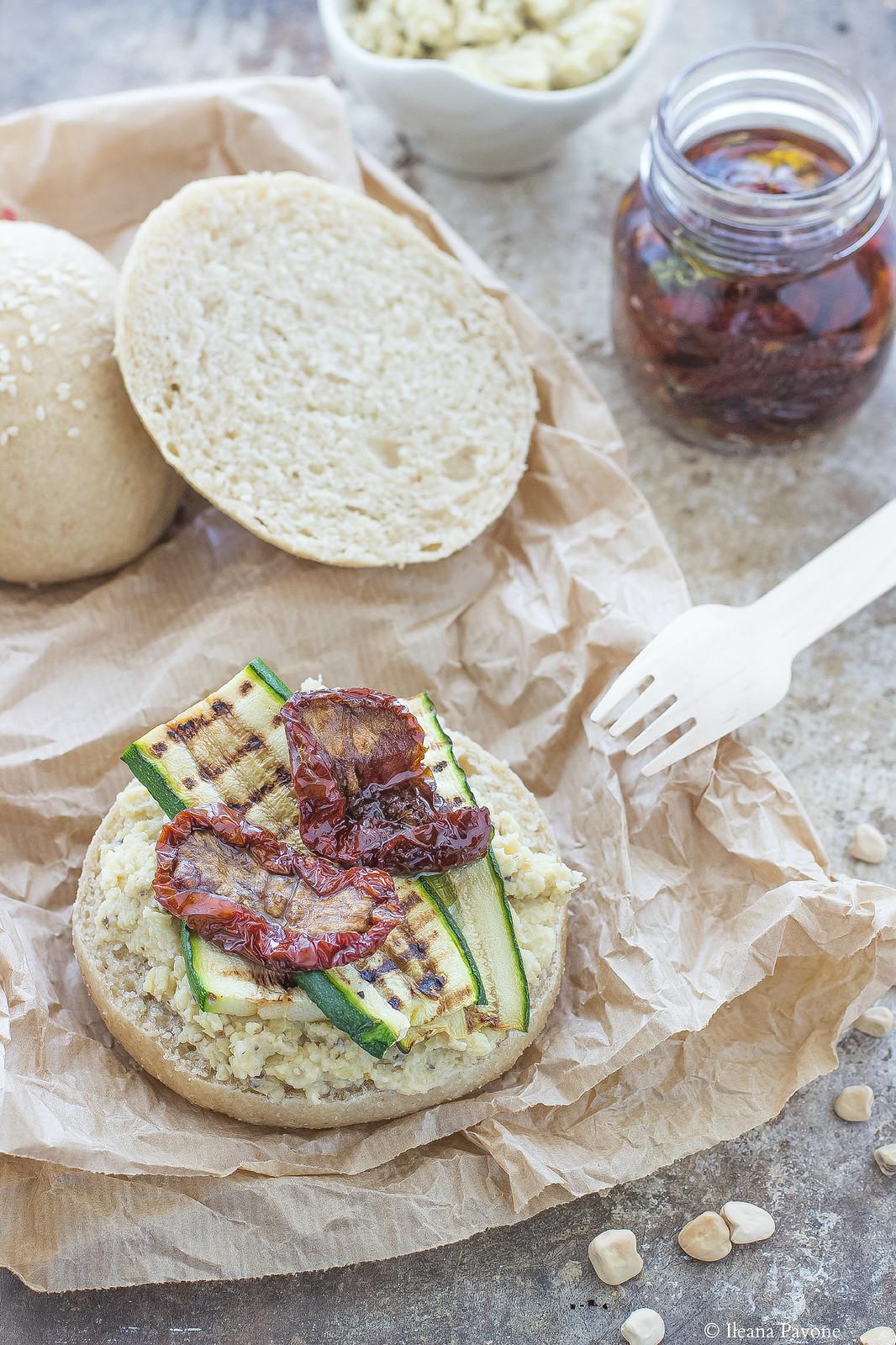 IleanaP.Panini di saragolla con crema di cicerchie, zucchine e pomodori secchi
