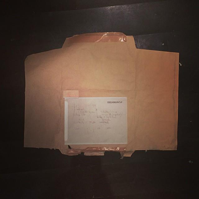 要把誰畫在不會寄出的信封上。