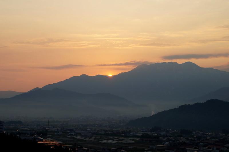 八海山脇から昇る朝日_201505_NO1