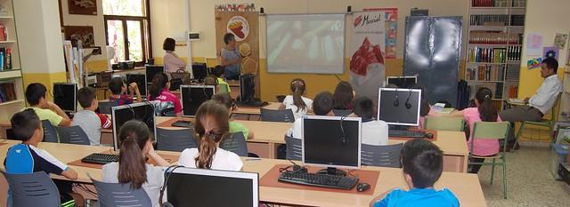 Momento de la jornada informativa de AESPAN en el colegio Rufino Blanco.