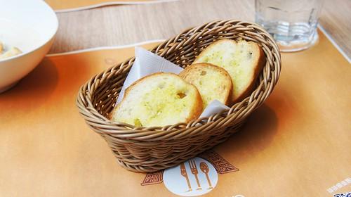 高雄PAIPAIZAN排排饡明誠店|新菜色新登場-香蒜麵包1